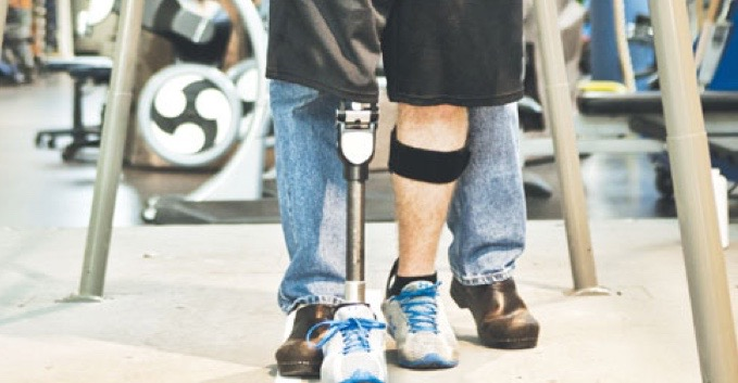 Soldier using prosthetic in rehabilitation session