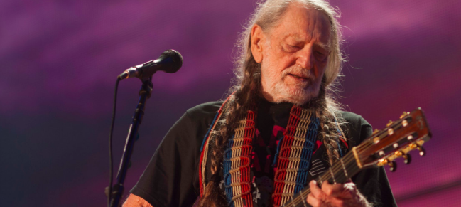 Willie Nelson perform