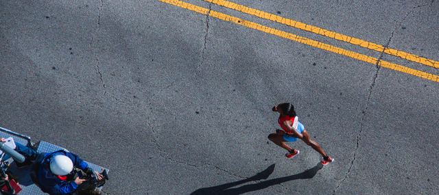 Image of runner participating in a 5k