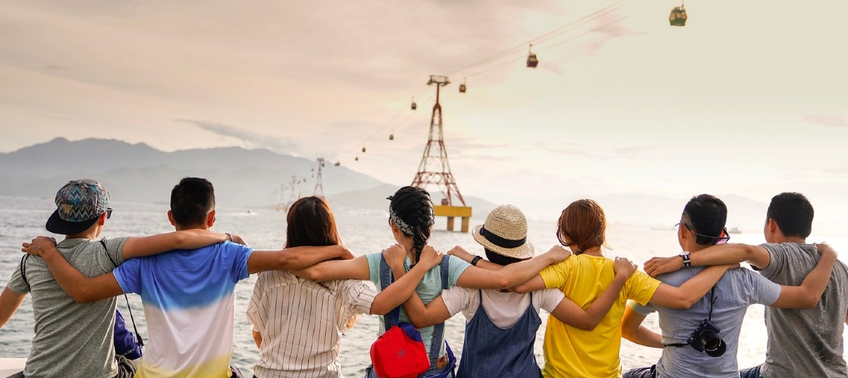 Friends putting their arms around each other looking out over the ocean relationship marketing